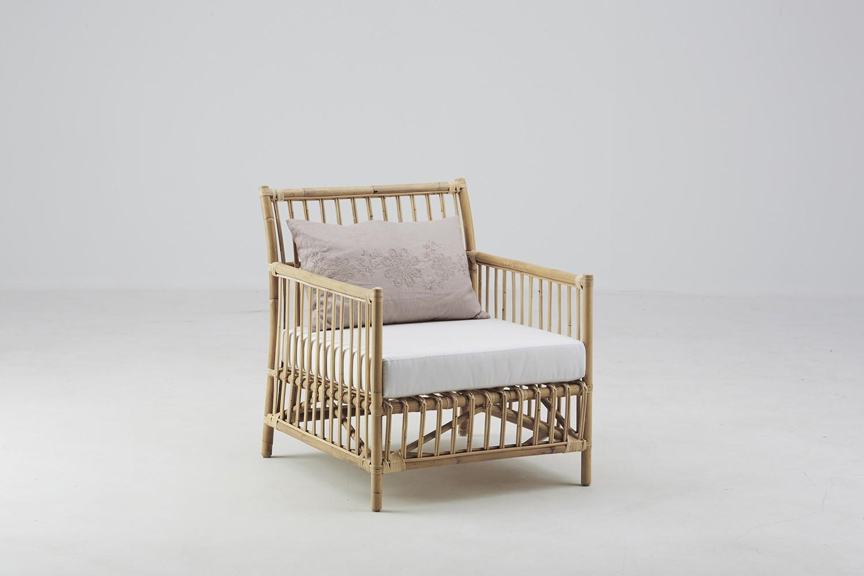 Fauteuil caroline avec coussin canap s et fauteuils for Canape avec fauteuil